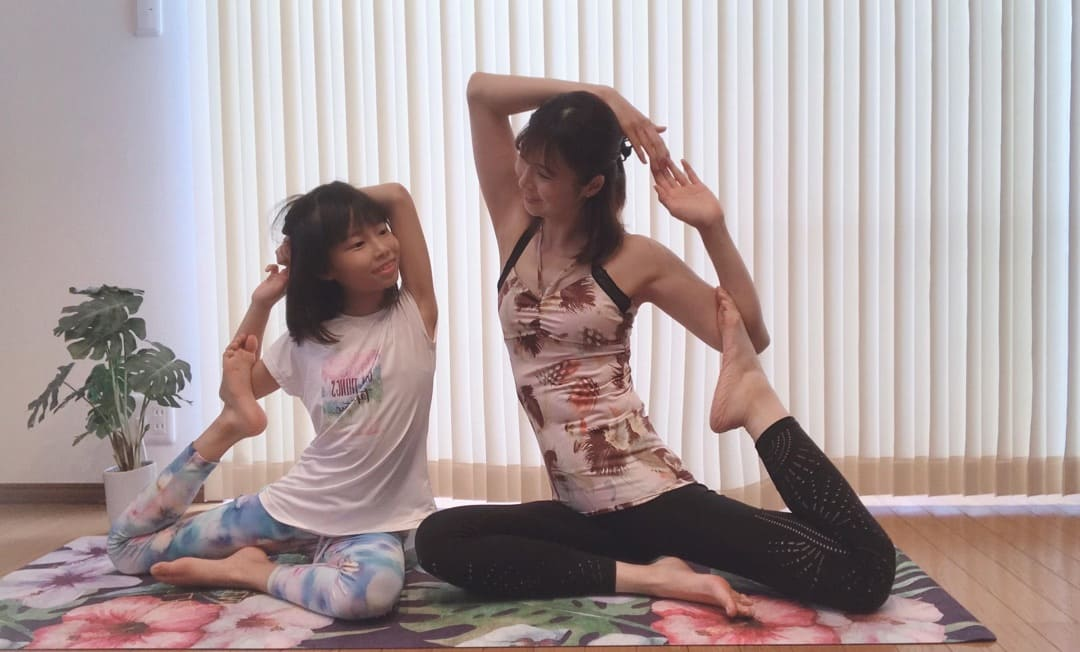 子供とキッズヨガ資格練習